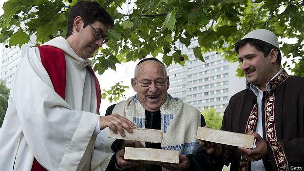 El pastor Gregor Hohberg de Alemania, el rabino Tovia Ben-Chorin de Israel y el imán Kadir Sanci, de Turquía