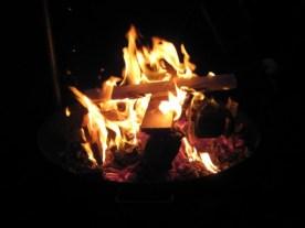 Bei Dunkelheit und echter Kälte hilft nur eines... Holz nachlegen!