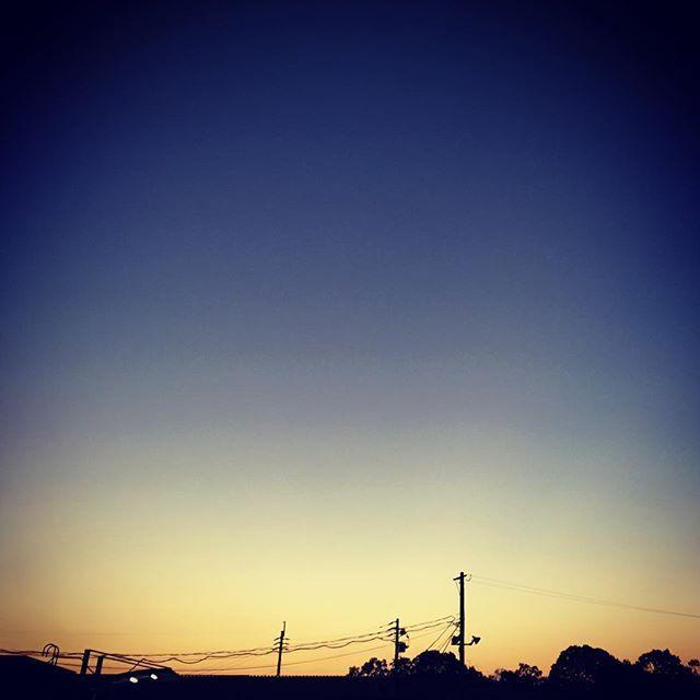 今年はいろんなものの故障が多すぎる。修理待ちの夕暮れ。とほほな気分。今日もお疲れ様でした。#イマソラ #mysky #sky #sunset #blue #dark