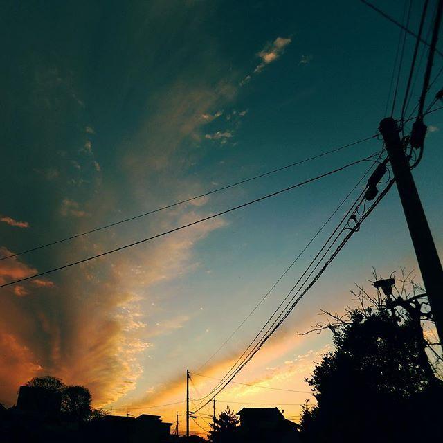 今日はとてもドラマチックな夕焼けでした。雨もぱらっと。#イマソラ #mysky #sky #fine #clouds #sunset