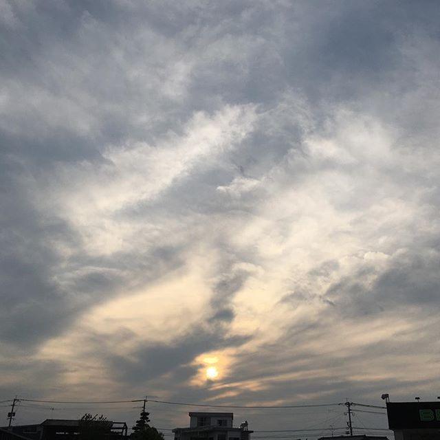 今日も無事終わりました。明日は雨の予報だけど、いい1日でありますように!#イマソラ #mysky #sky #sunset #sun #clouds #town #fine #spring #kumamoto #japan #2016
