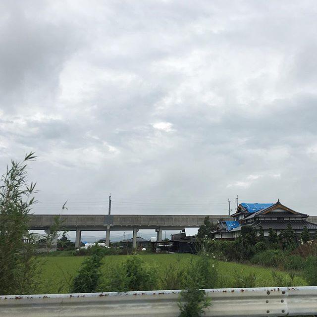 台風前の熊本。ブルーシートの家は心配なのです。注:ウチもビニールシート。さっき警報、ビビりました。被害が少なくありますように。#イマソラ #mysky #sky #clouds #cloudy #gray #kumamoto