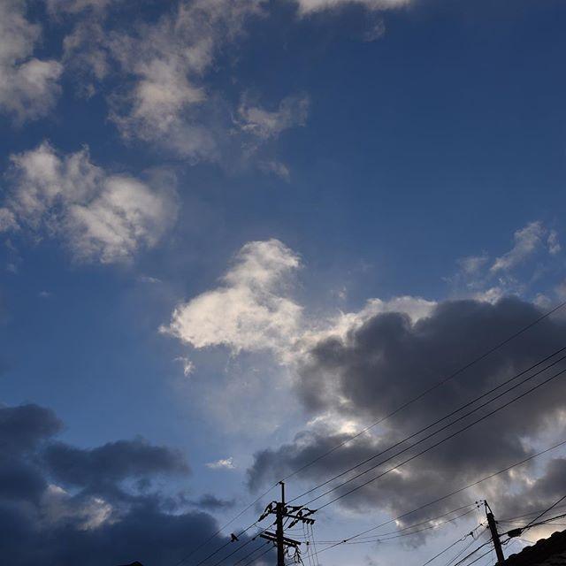 おはようございますこちらは雪はあまり降りませんでした️寒い朝、大ゲンカで心は土砂降り。ただ、大泣きしたらもうケロッとしています。満月は今日でしたね。また夕方チャレンジしてみます。#イマソラ #mysky #sky #morning #fine #cloud #cold #winter #february #2017