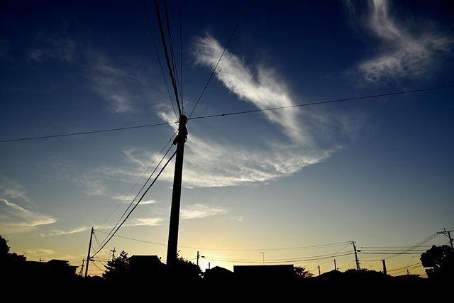 防災の日。今日も何事もなく終わりました。空には天使の羽。いつも何も起こらないとは限らない。一瞬、一瞬を大切に。明日も皆が元気でありますように。#イマソラ #mysky #sky #sunset #fine #windy #clouds #wings #town #shadow #september #autumn #2017