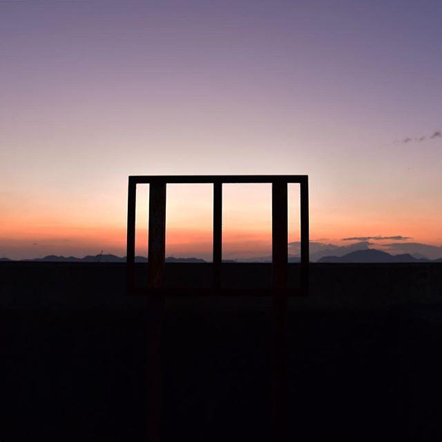 仕事が押して夕暮れに遅れをとりました。でも、今日はいいことがあった。新しい扉が開きました。おなかすいたな。ごきげんよう。#イマソラ #mysky #sky #fine #sunset #frame #summer
