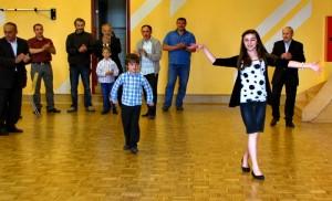 Танцуют юные спортсмены