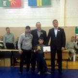 Рифат Мутигулин и Аюб Арсанукаев награждают юного чемпиона из Чечни