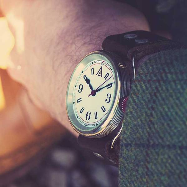 Classic Watches 'No. 1905' White Jacket Wristshot Built in Britain by W. T. Author
