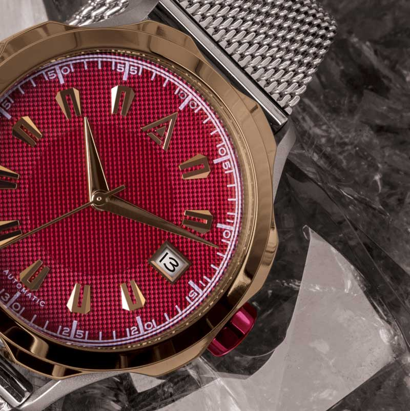 CLASSIC MEN'S WATCHES RED CLOSE UP WT AUTHOR