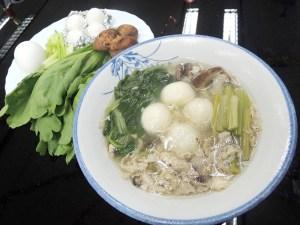 營養師建議鹹口味的元宵可當正餐食用,取代飯、麵,佐以青菜、雞蛋,均衡營養。p1147-a5-02