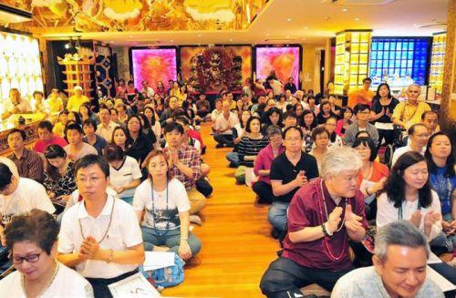 圖為參加獅城雷藏寺法會的善信同門p1148-14-04