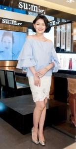 大S 徐熙媛日前出席韓國保養品牌活動,以台灣區代言人身分擔任開幕嘉賓,第一次以齊耳後長度的俏麗短髮出席活動,閃耀著光澤感的好膚質,紅潤好氣色同時散發著年輕氣息,重新詮釋女神新形象。p1151-a5-03