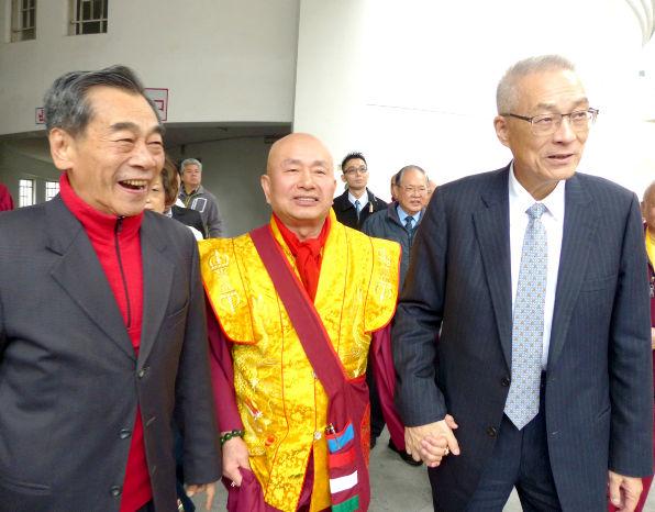 圖為盧師尊陪同吳前副總統及貴賓p1152-01-03