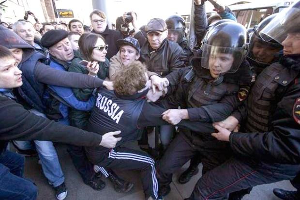 鎮暴警察以「非法集會」為由發動清場p1154-a1-06