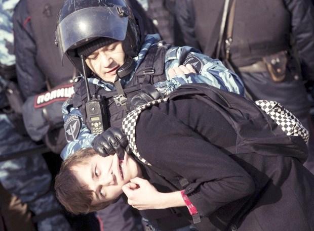 鎮暴警察以「非法集會」為由發動清場p1154-a1-07
