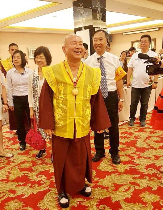 圖為師尊師母蒞臨台灣大燈文化於台中大和屋舉辦的「慶祝聖尊寫書50週年新書發表會」。 Guru-0430-5