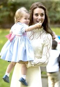 凱特王妃抱著夏綠蒂公主 p1159-a1-05a