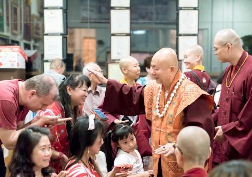 盧師尊摩頂加持善信佛子