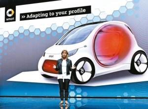 賓士車母公司戴姆勒的主管希格在法蘭克福車展上發表新款小車Smart Vision EQ