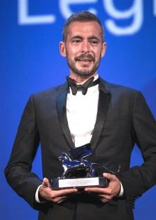 札維耶萊格蘭德以《傾盡所有》 奪最佳導演獎銀獅獎,演講時激動落淚