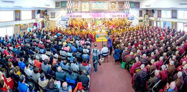 圖為彩虹雷藏寺護摩寶殿座無虛席。