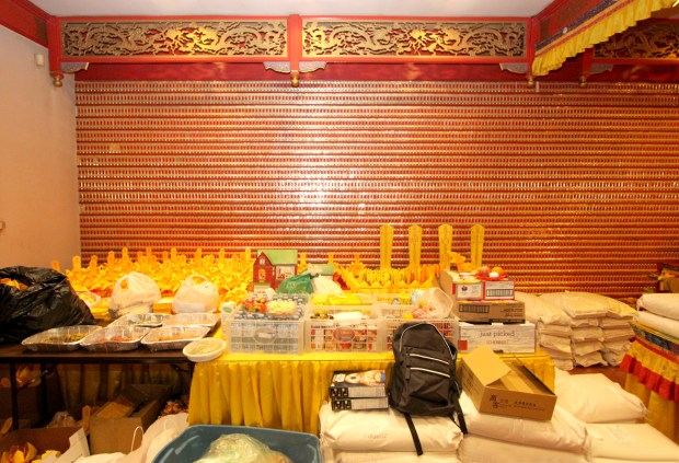 地藏殿堆滿供品