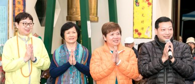 2017年9月30日晚間,美國西雅圖雷藏寺恭請蓮生法王主持週六最勝金剛「大準提佛母」同修會,四眾弟子虔心護持。圖為外來善信嘉賓向師尊問安。