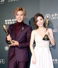 第52屆電視金鐘獎綜藝節目主持人獎左起小豬(羅志祥)、愷樂(簡愷樂)。