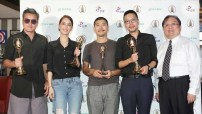 第52屆電視金鐘獎電視電影導演與編劇獎《告別》,李銘順、陳庭妮與導演許立達等合影。