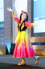 李琪小師姐藏族舞蹈