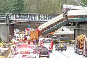 目前美鐵在華盛頓州際公路脫軌翻覆