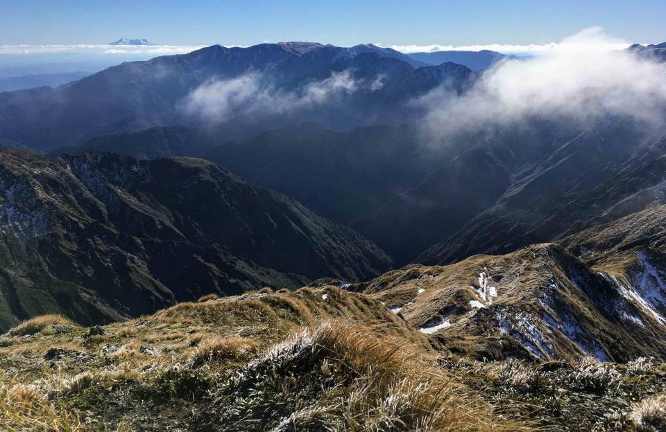 Ruapehu on the horizon from the summit of Tiraha