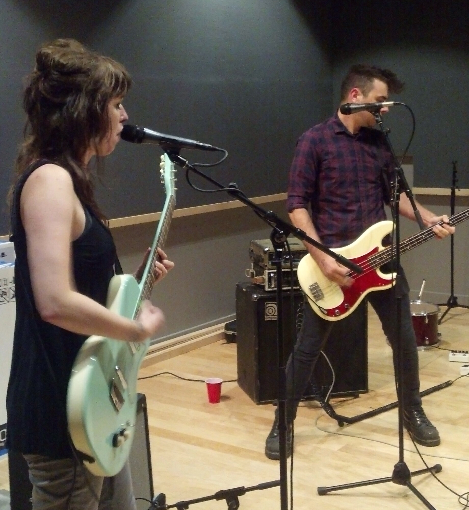 Baltimore garage rockers Thee Lexington Arrows perform live on Baltimore Hit Parade.