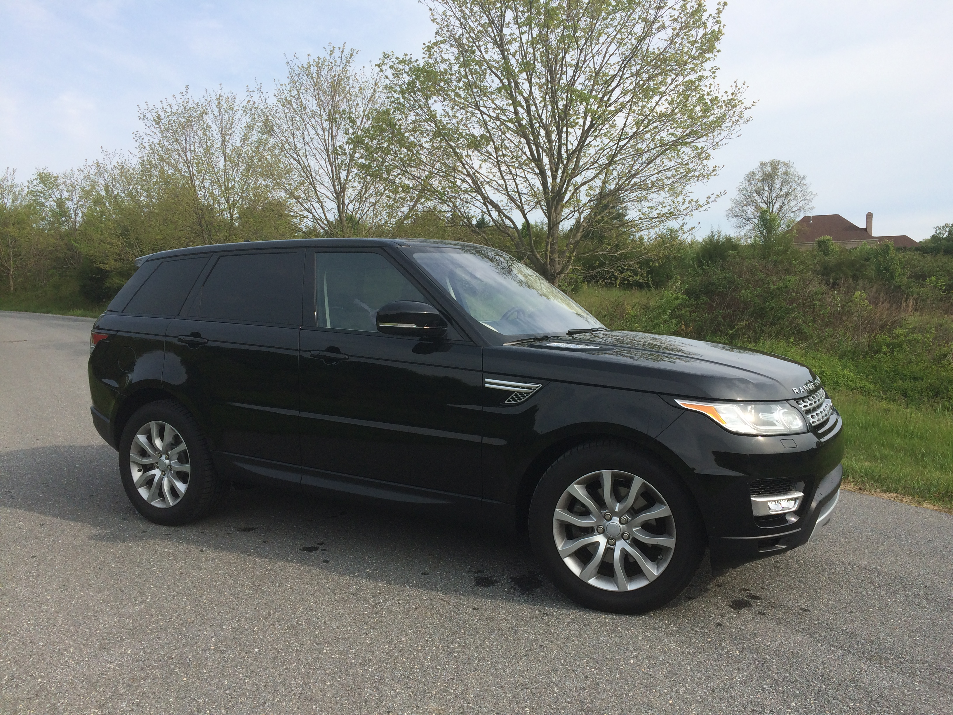 Range Rover Sport HSE Td6 A luxury SUV with good MPG for a price