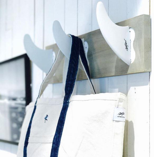 fin-coat-hanger