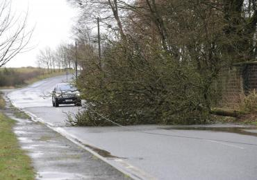 Storm Aileen hits the UK, power loss, fallen Trees & travel chaos