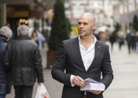 Former outspoken Dutch PVV parliamentarian converts to Islam