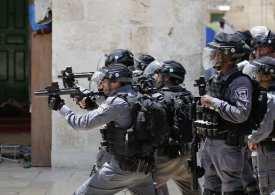 Israeli police wound 45 & arrest 7 during violent clashes at Al-Aqsa mosque