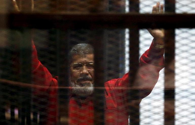 Breaking News: Egypt's former president Mohamed Morsi collapsed in court & dies