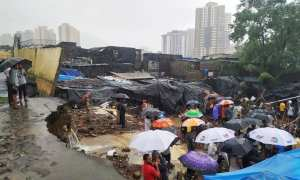 building collapses and kills 12 in india
