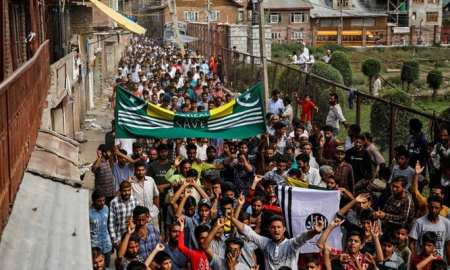 Thousands arrested in Kashmir and flow out for detention