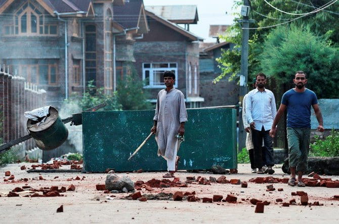 Breaking: Live Video shows the road to genocide & Ethnic cleansing in Kashmir -Warning!