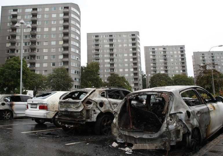 19 cars burned, barbershop rocked by explosion in Stockholm suburb