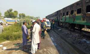 Scores killed in fire on Pakistani train between Karachi and Rawalpindi
