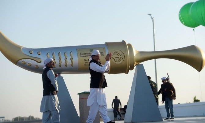 Indian Sikhs make historic pilgrimage to Pakistan