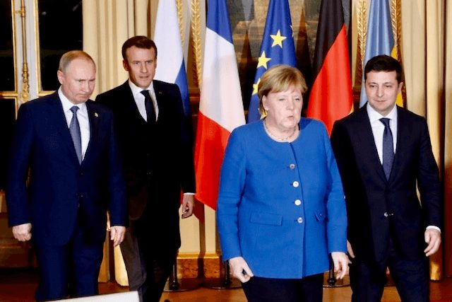 Russian and Ukrainian leaders meet, agree to seap prisoners