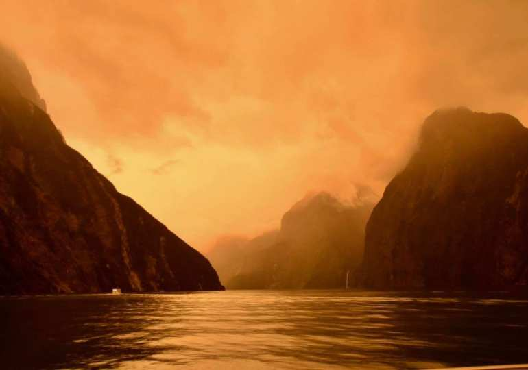 NZ turns brown because of Aust bushfires