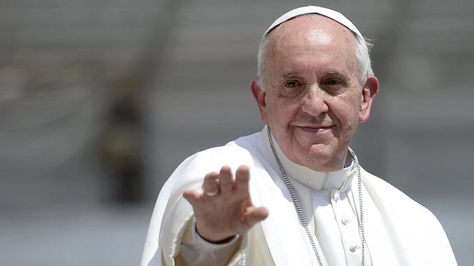 Pope apologises for slapping woman's hand to free himself from her grip