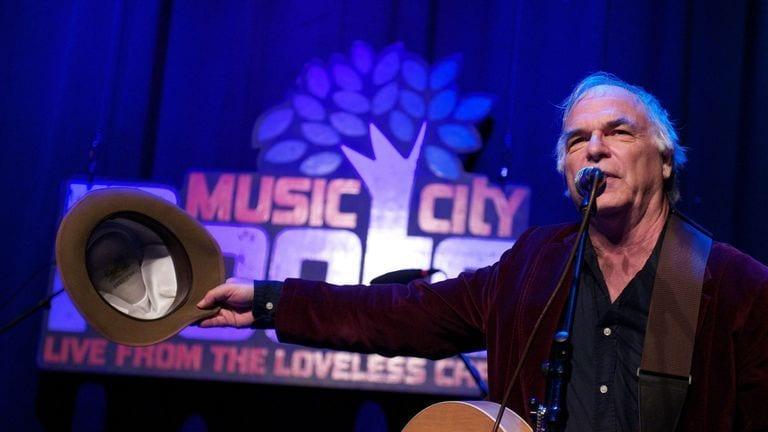 Folk singer dies on stage