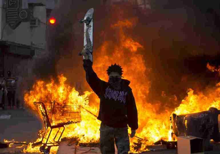 US cities order curfews amid mass protests over death of George Floyd